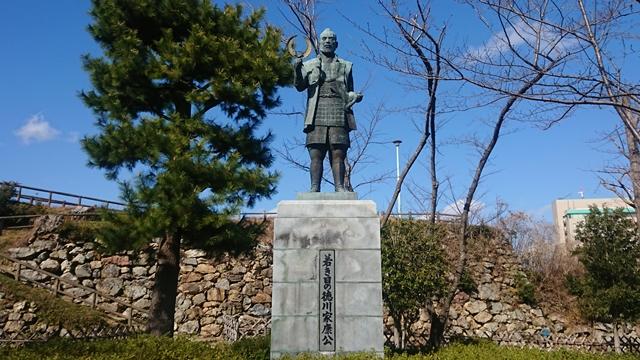 浜松城(徳川家康像)